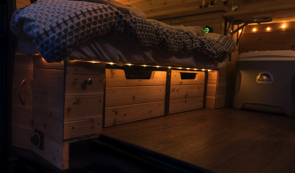 under bed storage boxes have lighting above